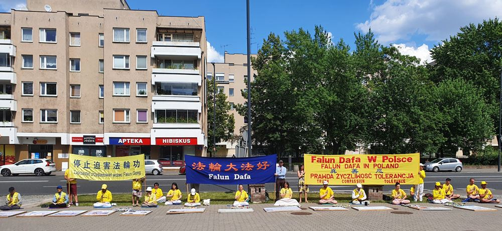 Poland Multiple Events Held To Protest The Chinese Communist Regime S Persecution Of Falun Gong Falun Dafa Minghui Org