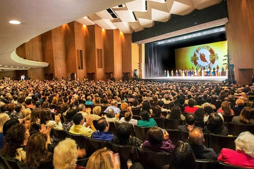 Usa shen yun exudes grace and nobility in eight states for Terrace theatre long beach